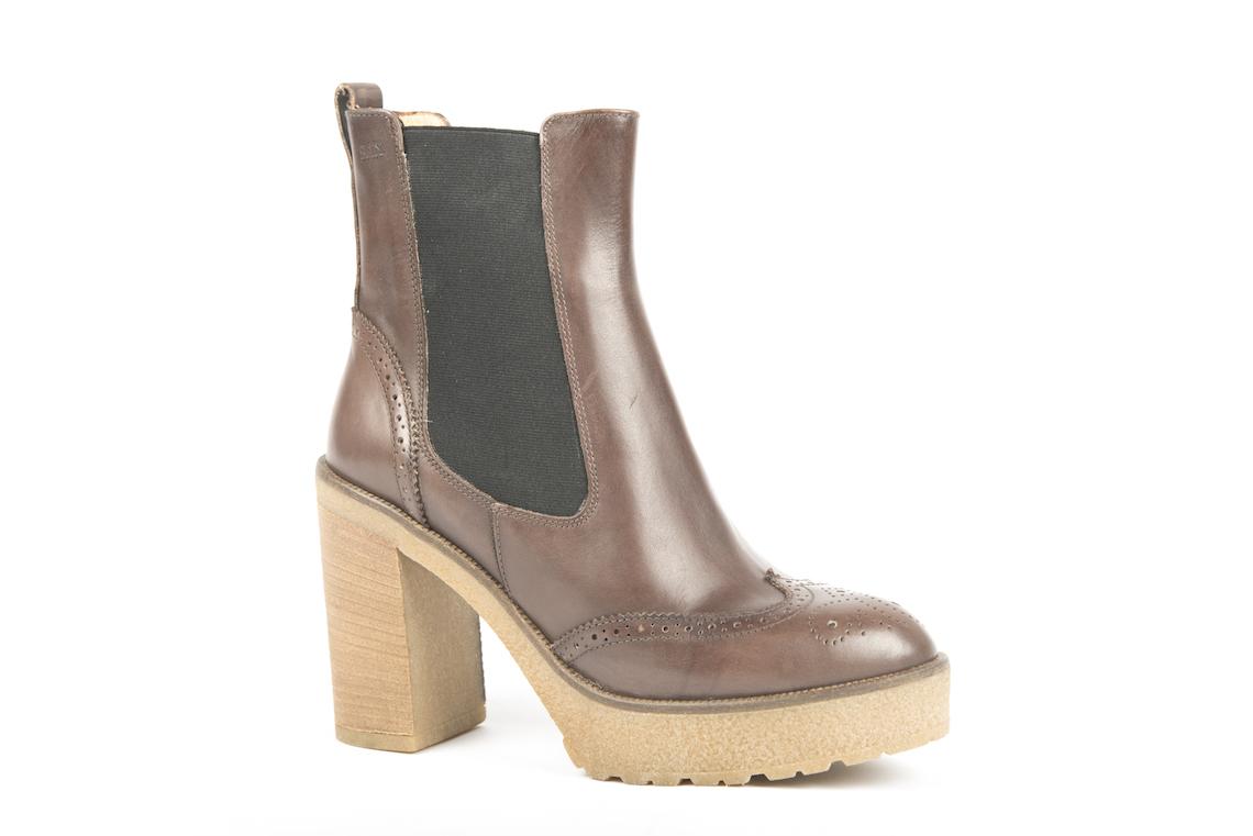 la vendita di scarpe piuttosto fico grandi affari 2017 Stivaletto in pelle vintage marrone con tacco alto. – Luca ...