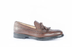 Calzature artigianali fatte a mano in Italia, scegli i modelli che preferisci per il tuo look elegante.