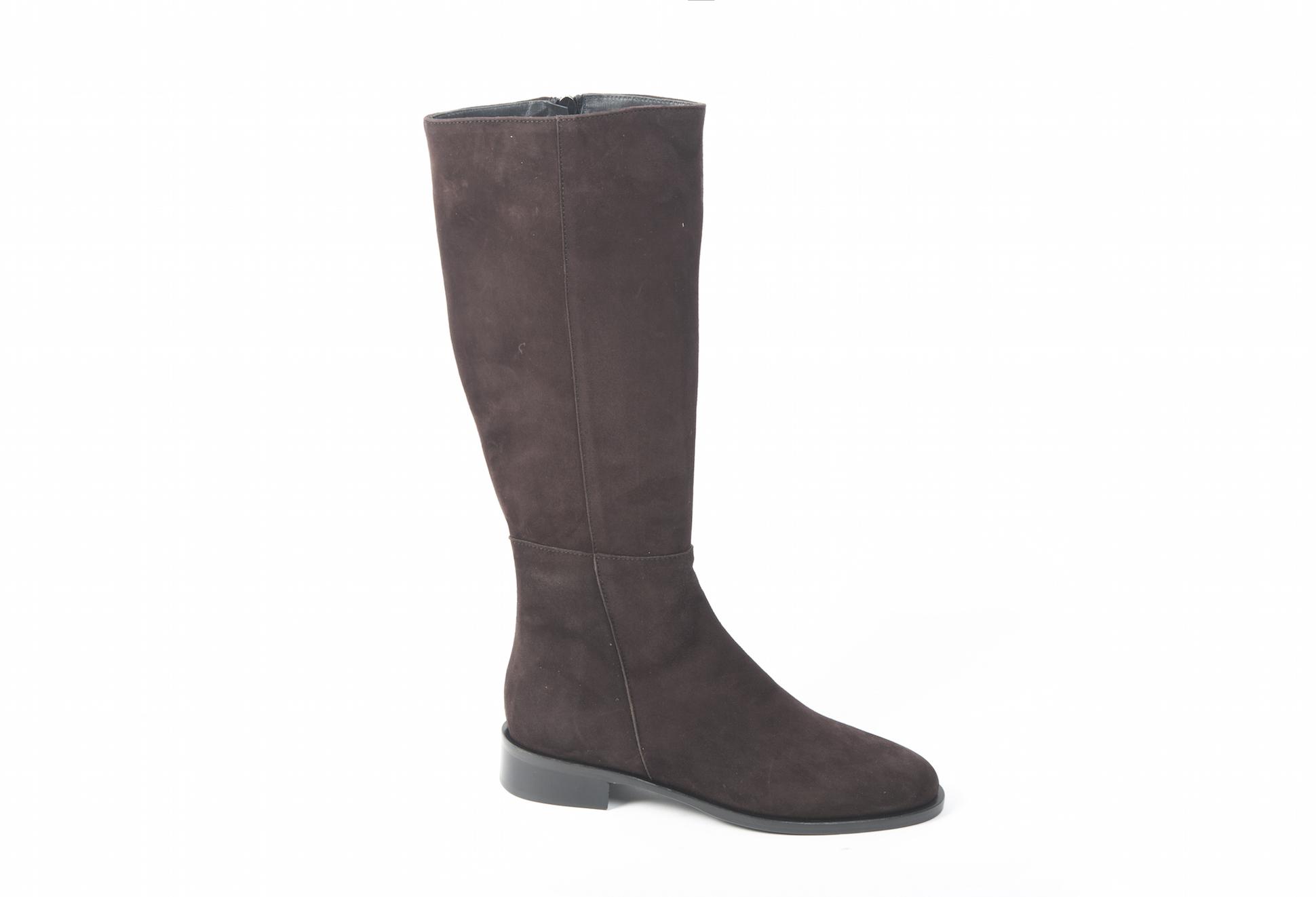 71e88807de6e3 Stivali da donna in camoscio sportive ed eleganti.Scopri i modelli  disponibili sul nostro ecommerce