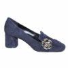 Scarpe da donna eleganti con accessorio.