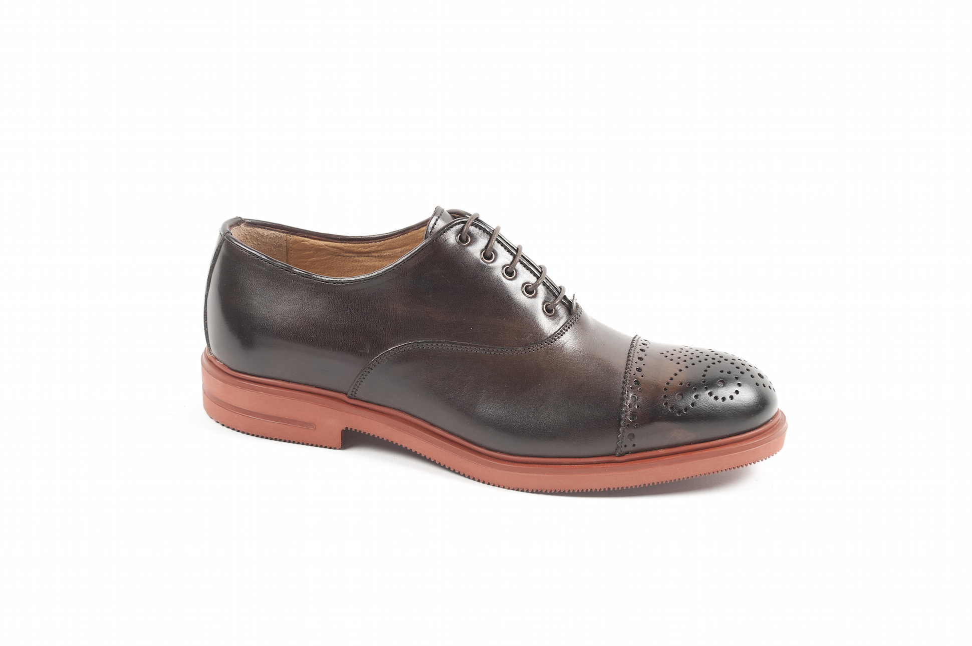 Oxford semibrogue in vitello con suola gomma xl.